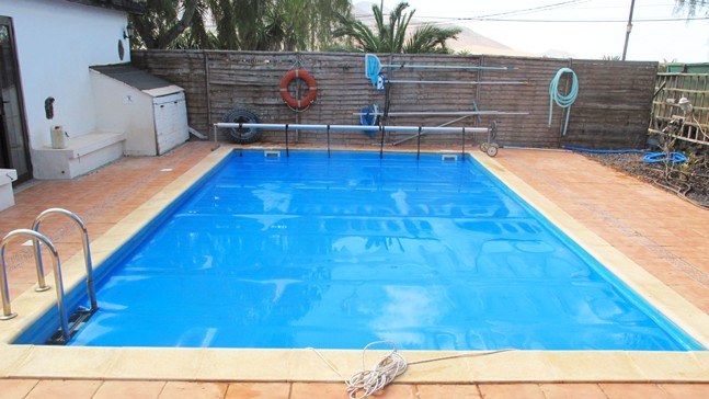 Pros and cons of solar pool covers