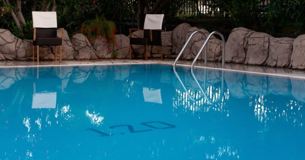 How to drain water from pool after rain